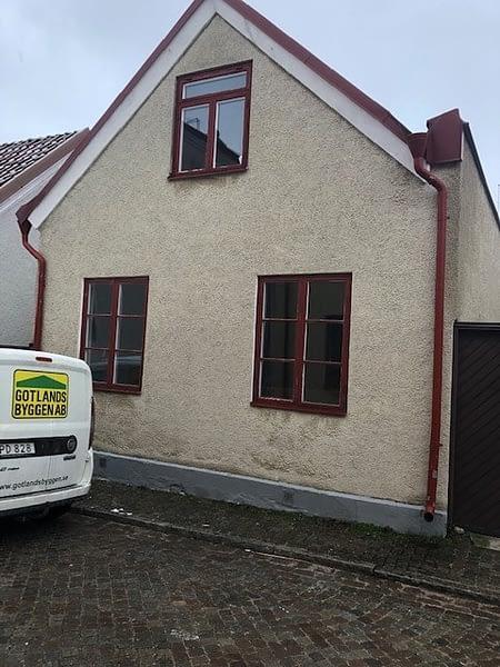 Nu är vi igång med en totalrenovering av ett hus i Visby innerstad. 1