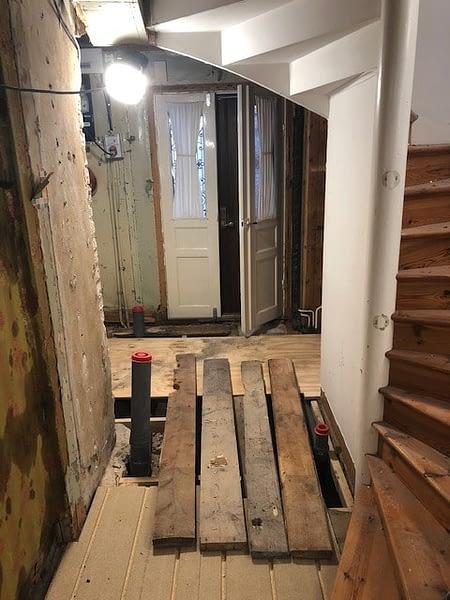 Nu är vi igång med en totalrenovering av ett hus i Visby innerstad. 4