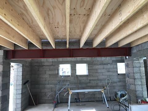 Villaprojektet i Ängmans pågår för fullt. Snart är taket oxå på plats 4