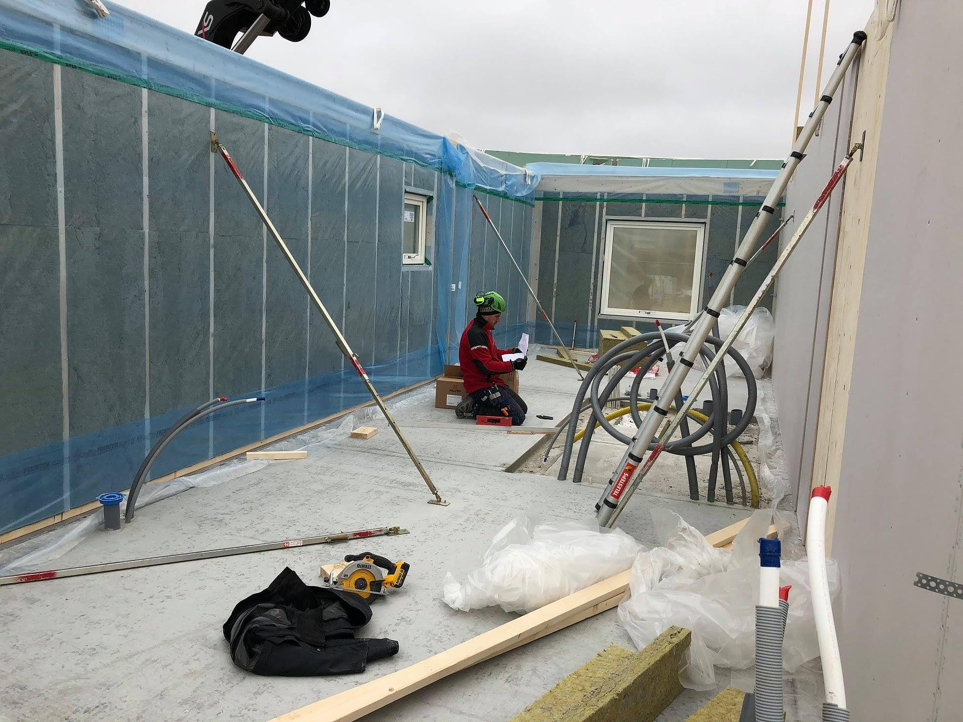 Nu monterar vi väggar och tak på Signallottan etapp 1, se alla bilder hur områ... 2
