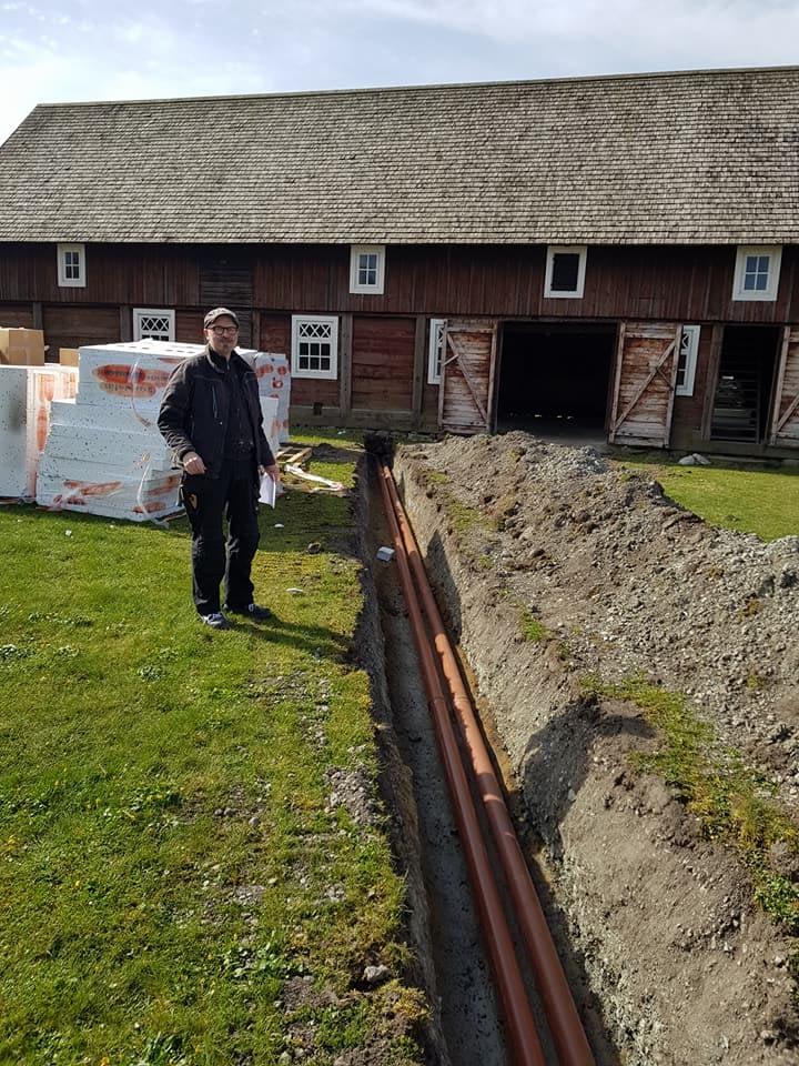 Vi är i full gång med arbetena i och utanför ladan på Petesgården i samarbete ... 3