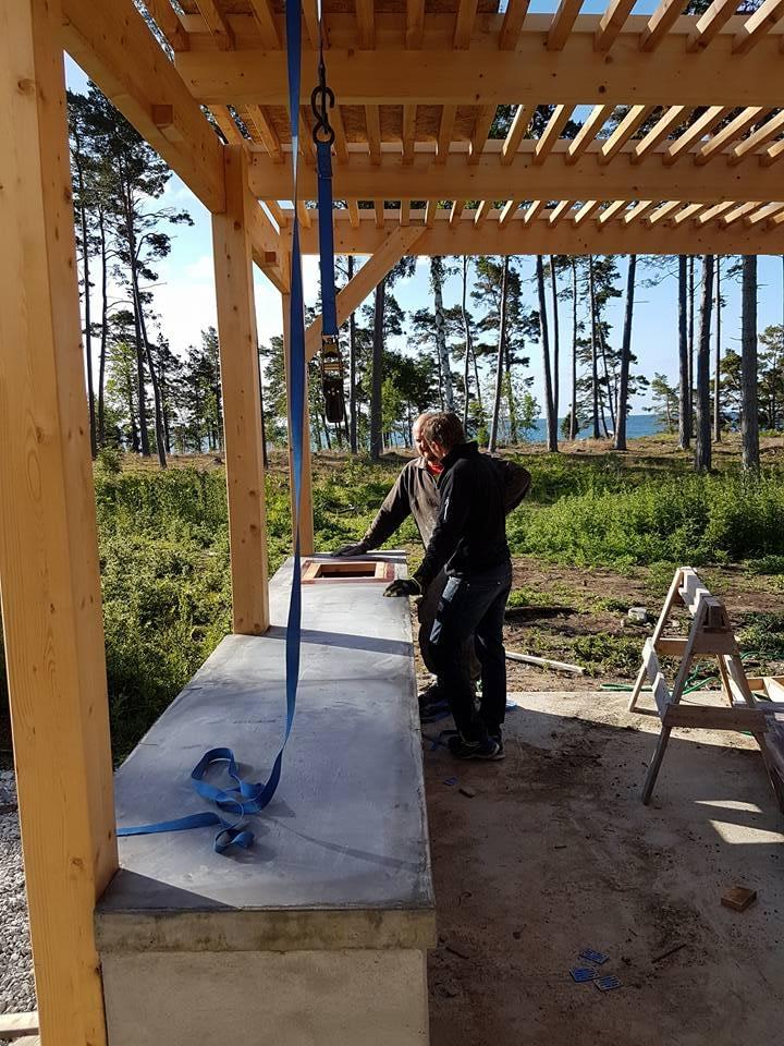 Idag är det besiktning av villan i Ljugarn. Vi håller på med att lägga betong ... 2