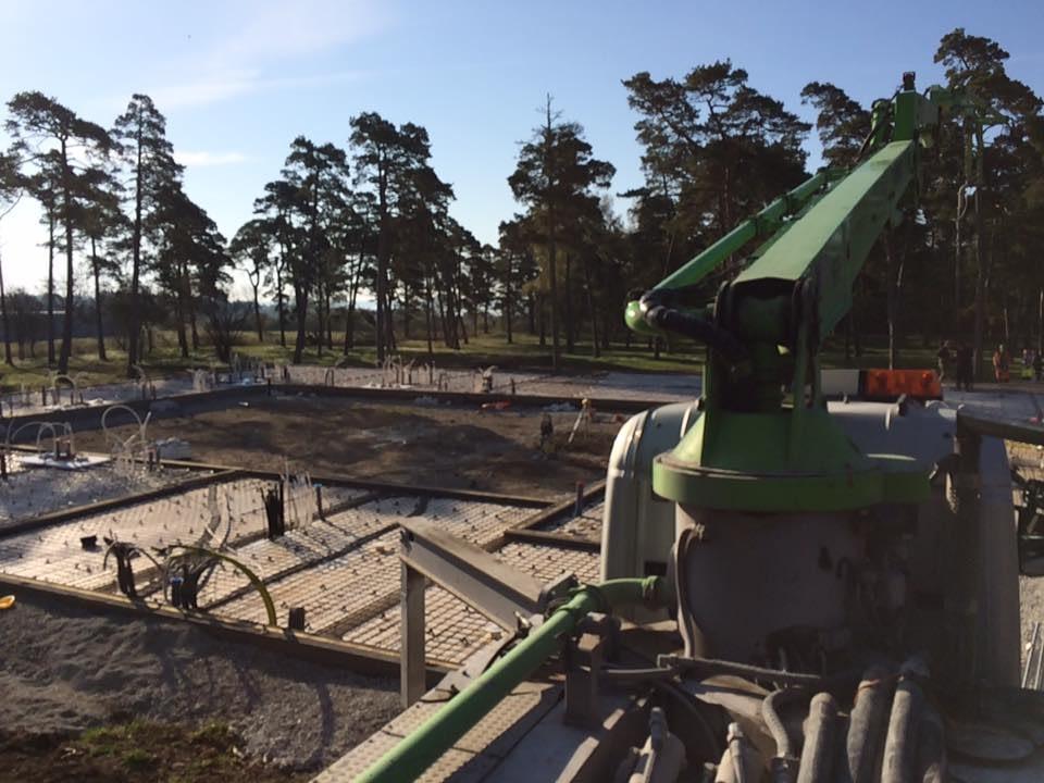 Idag är dags för Gotlandsbyggen AB att gjuta plattan till det nya hotellet i B... 3