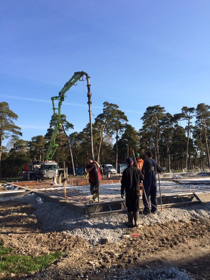 Idag är dags för Gotlandsbyggen AB att gjuta plattan till det nya hotellet i B... 1