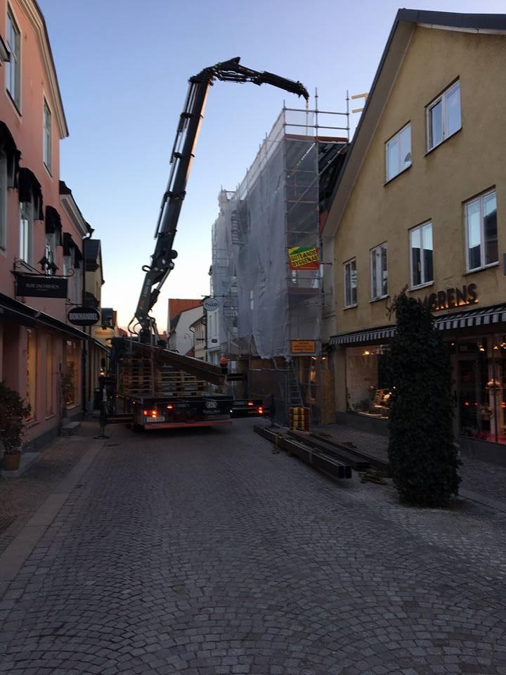 Idag har vi full aktivitet på taket meddelar Platschefen Markus Nyström. Stålp... 1