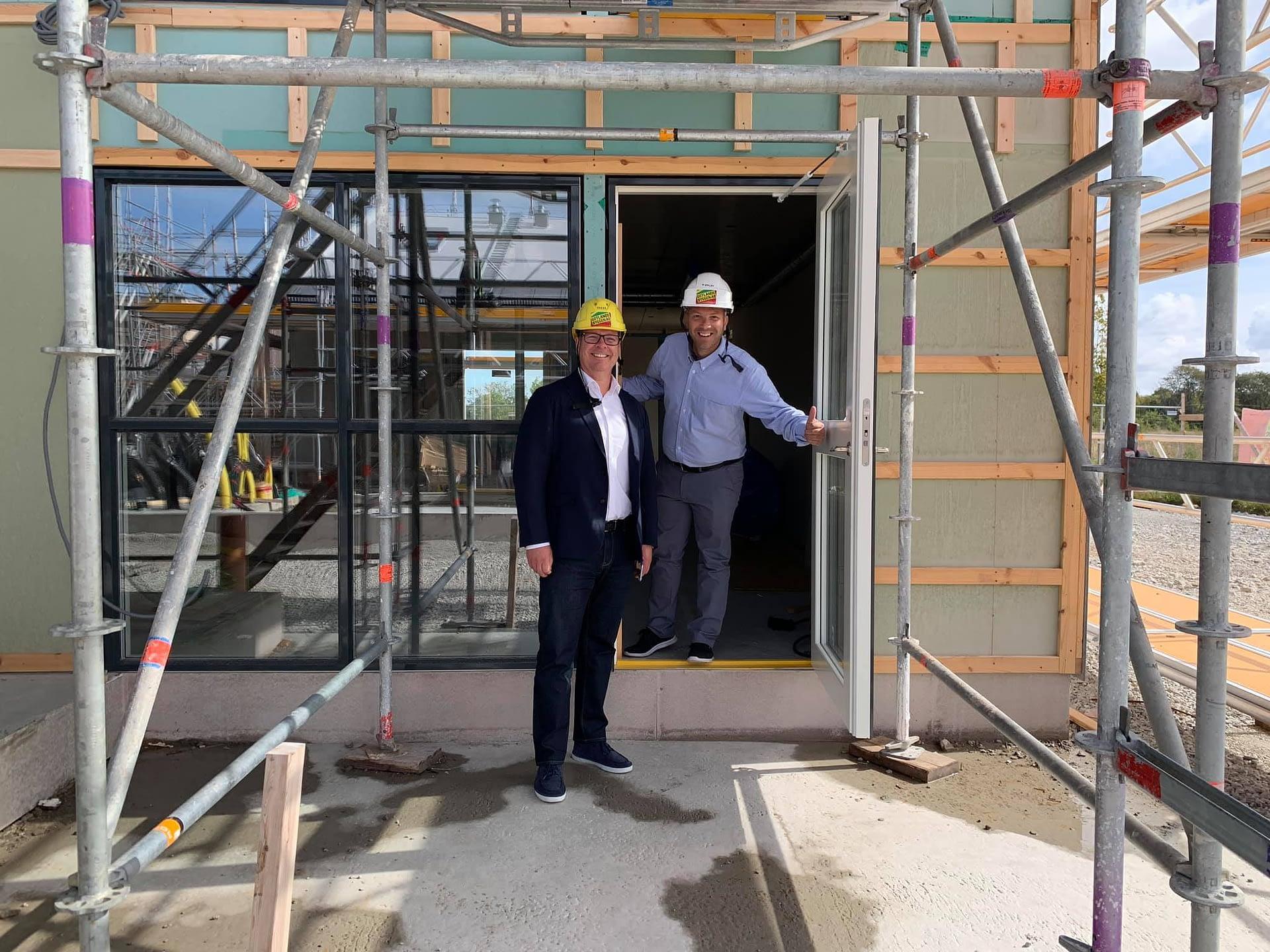 Robert och Mattias besöker Signallottan där vi bygger 28 lägenheter. Det blir... 1