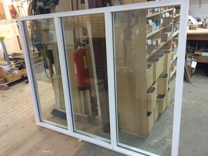 Vi har tillverkat ett fönsterparti med isolerglas ej öppningsbart mått bredd 1... 1