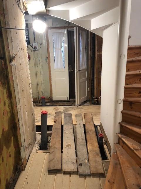 Nu är vi igång med en totalrenovering av ett hus i Innerstan. projektet komme... 4