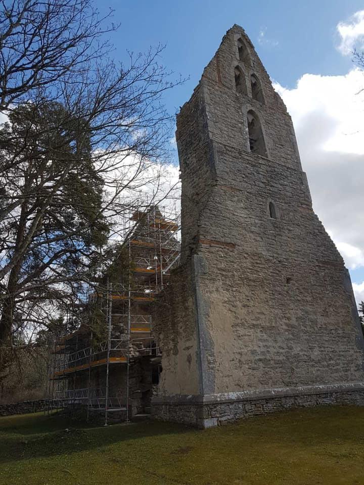 Gotlandsbyggen har fått äran att restaurera fantastiska Bara ödekyrka. Sedan 2 v... 1