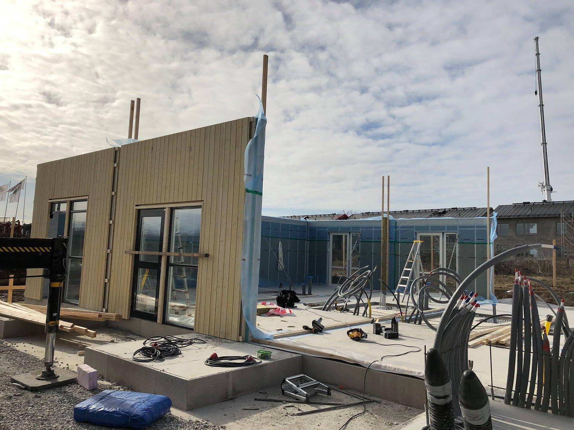 Nu monterar vi väggar och tak på Signallottan etapp 1, se alla bilder hur områ... 3
