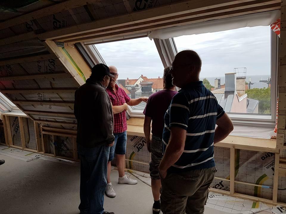 Idag har vi studiebesök på bygget Skölden 18. Sen går de flesta på semester. G... 4