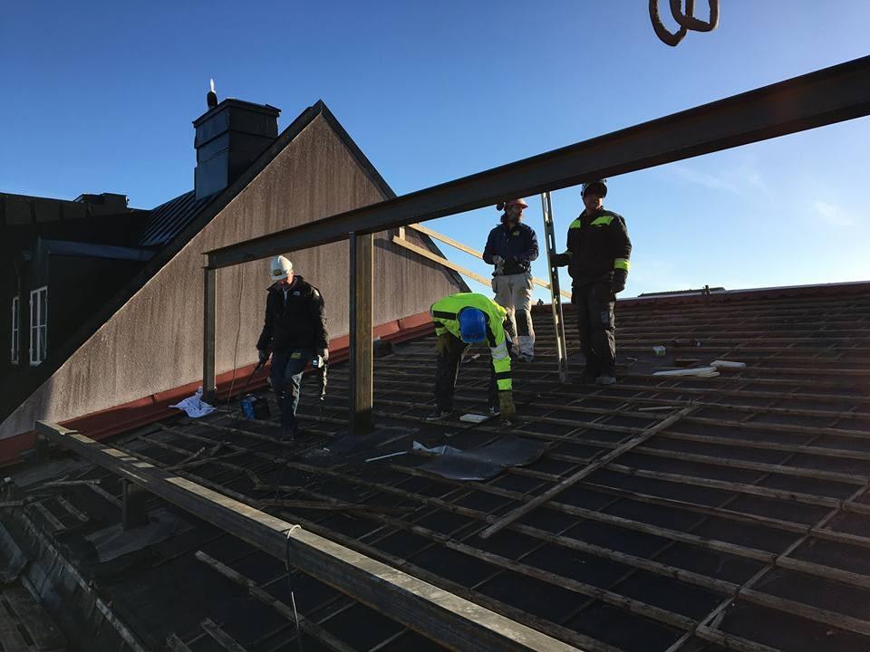 Idag har vi full aktivitet på taket meddelar Platschefen Markus Nyström. Stålp... 4