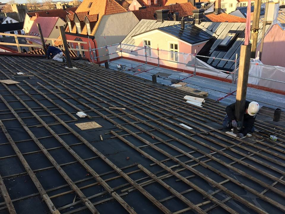 Idag har vi full aktivitet på taket meddelar Platschefen Markus Nyström. Stålp... 2