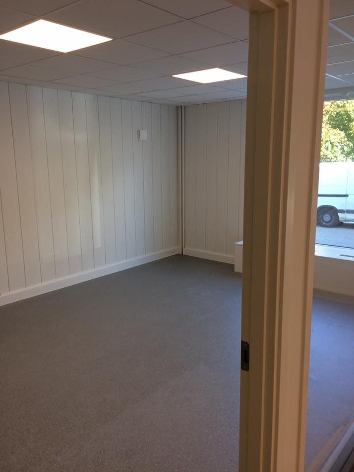 Nya kontoret är snart klart. Möblerna kommer på måndag. Ni är välkomna in på o... 3