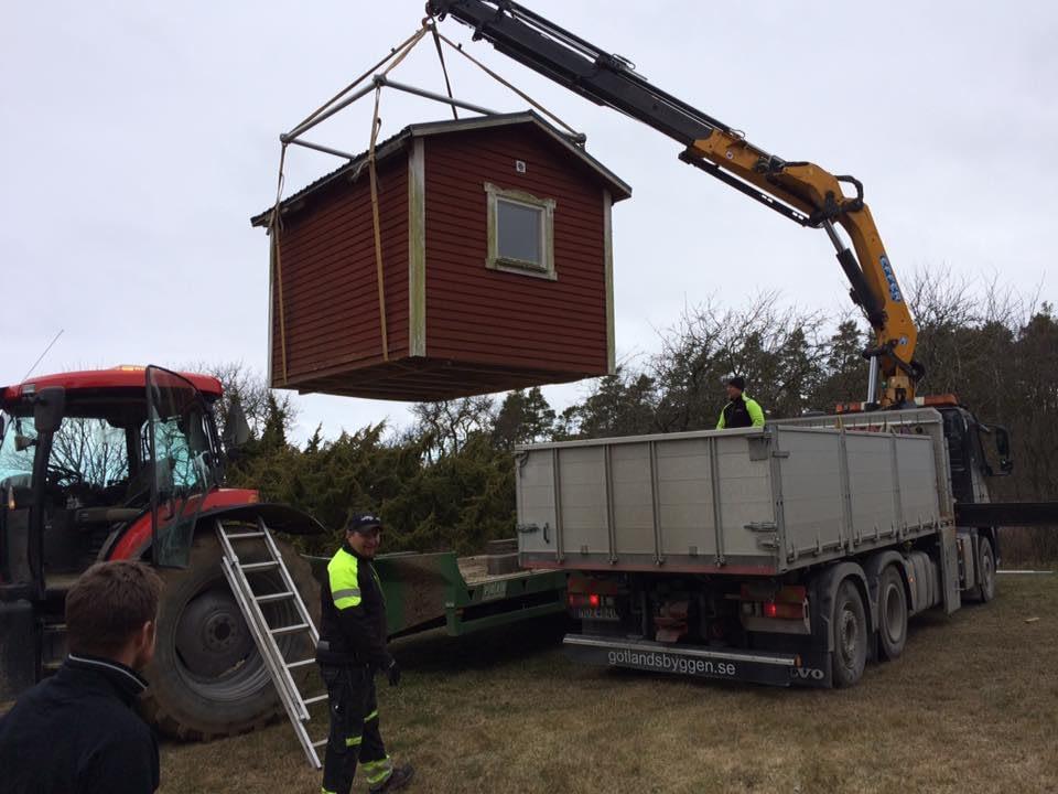 Idag har vi fått hjälp av Brucesson's gräv & entreprenad AB att flytta en ... 2