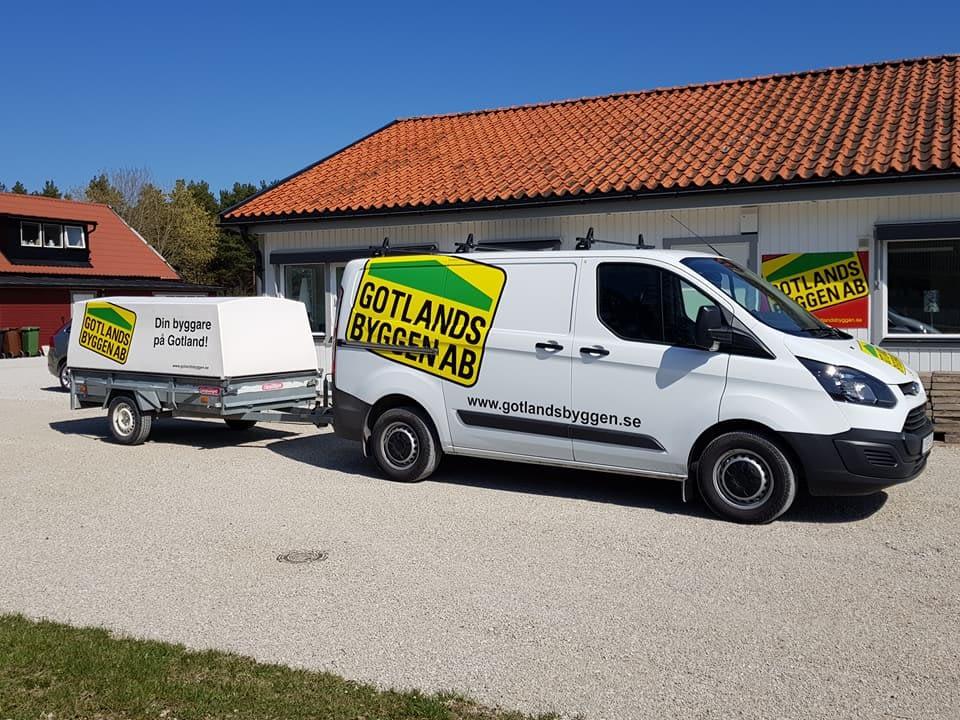 Nu börjar våra släpvagnar fräschas till med nya loggan. Trevlig helg på er dä... 1