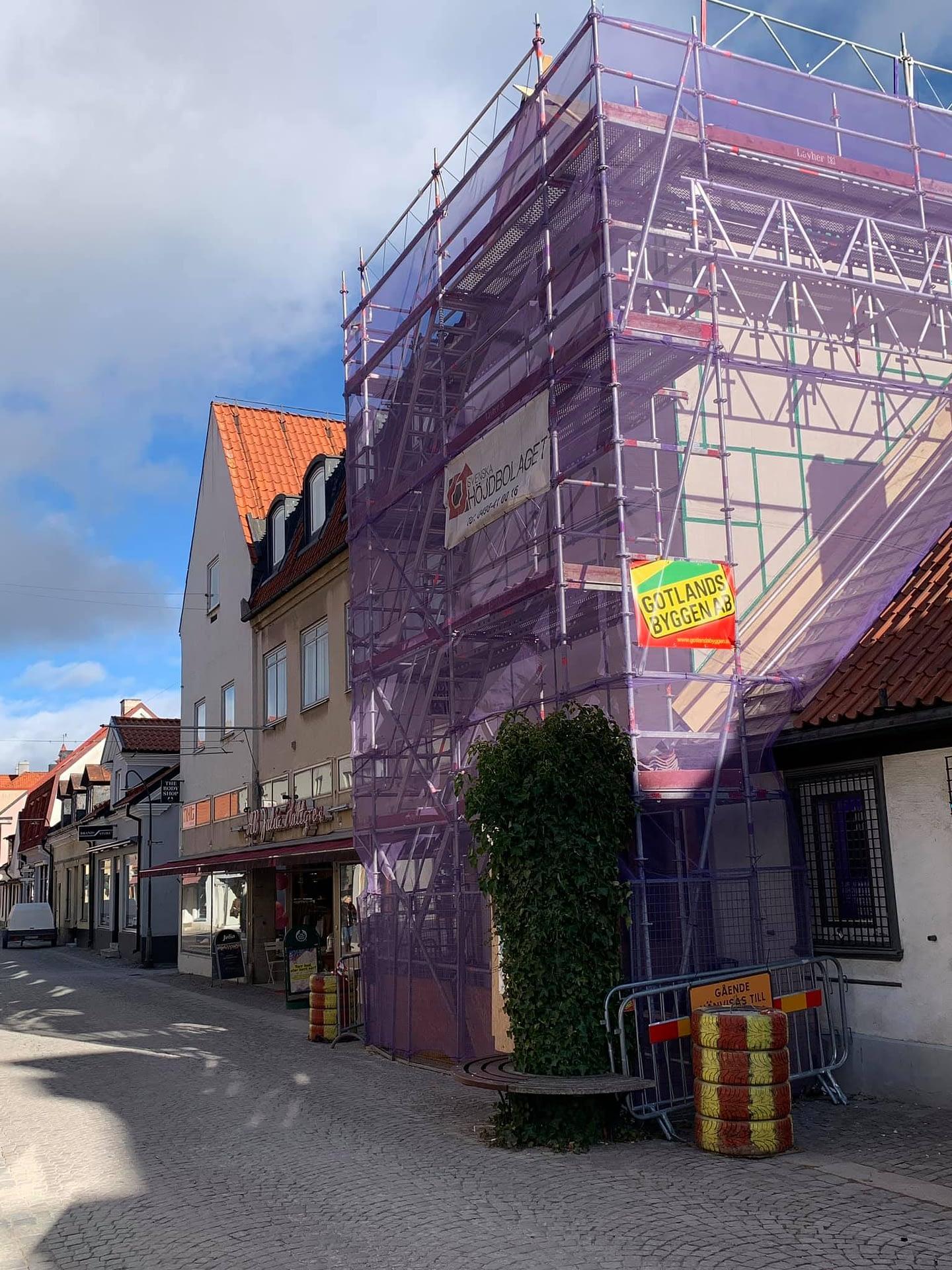 Nu byggs ett townhouse på Adelsgatan. Med café och bostad. Klart till sommaren... 1