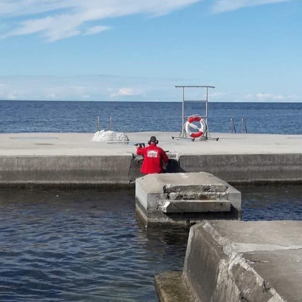 Vissa dagar ser annorlunda ut. Här hjälper 2 av våra snickare Region Gotland m... 1