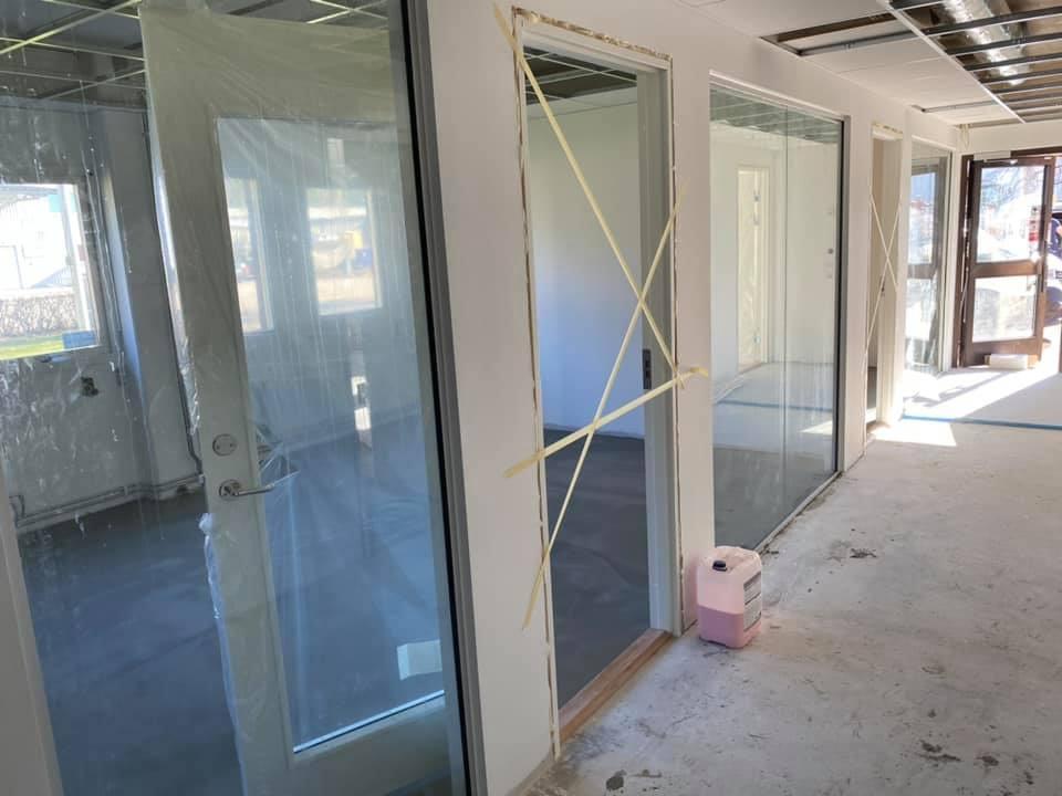 Närmar sig slutet på ombyggnaden av våra första (men ej sista) kontor. Mattias g... 2