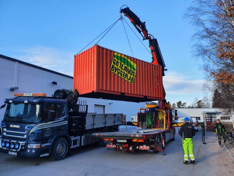 Idag fick vi leverans från Ön med vår container, fylld med div. bra och ha pryla... 2
